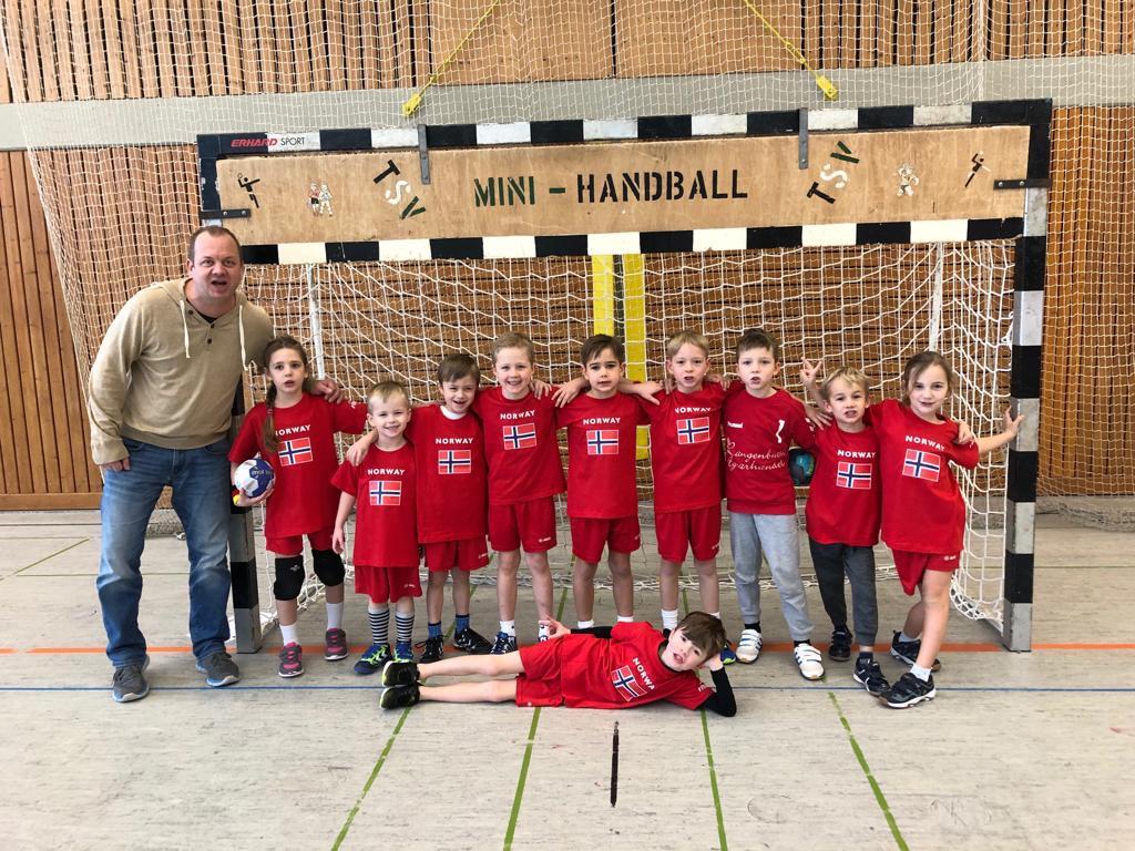 """Jürgen """"Hugo"""" Brehm als Trainer der TSV 2000 Minis"""